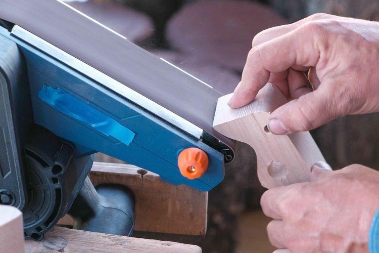 88ddf1392aaaf Najlepšie pásové brúsky na drevo sú Makita, Hecht a Bosch ...