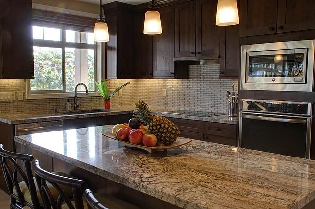 kuchynsk pracovn doska z pr rodn ho alebo umel ho kame a. Black Bedroom Furniture Sets. Home Design Ideas