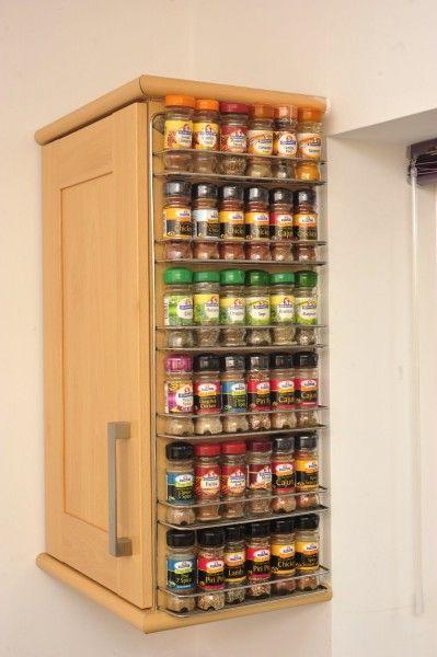 Úložný priestor v kuchyni - polička na koreničky