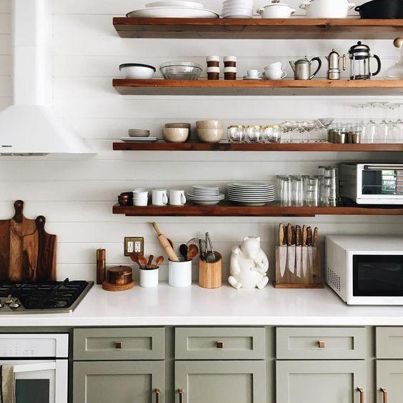 Úložný priestor v kuchyni - poličky