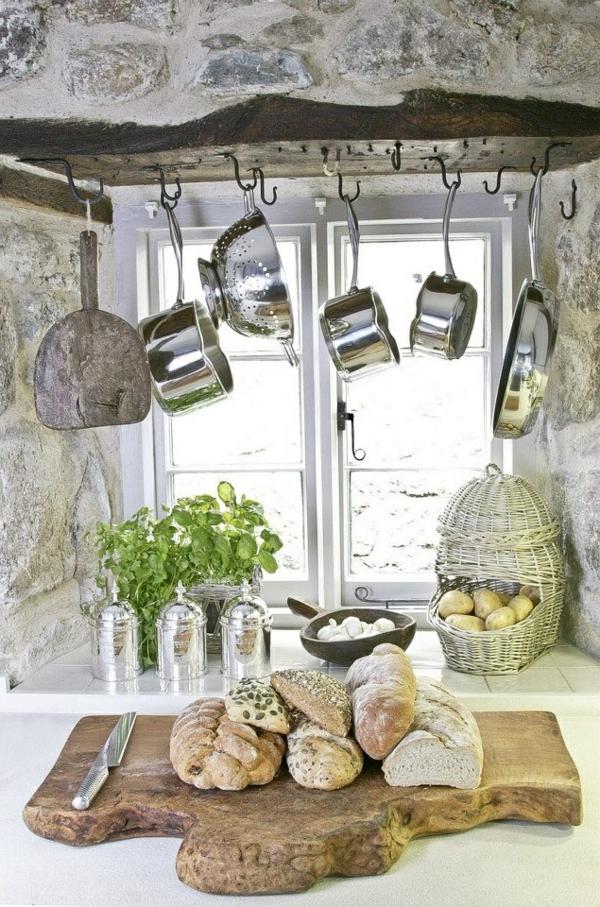 Úložný priestor v kuchyni - zavesenie panvíc