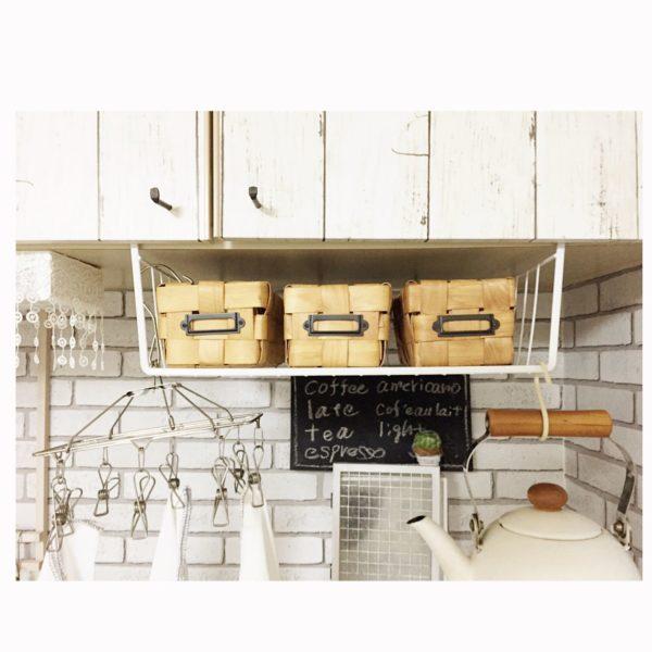 Úložný priestor v kuchyni - košík pod skrinkou