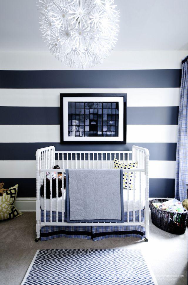Námornícka modrá a biela detská izba