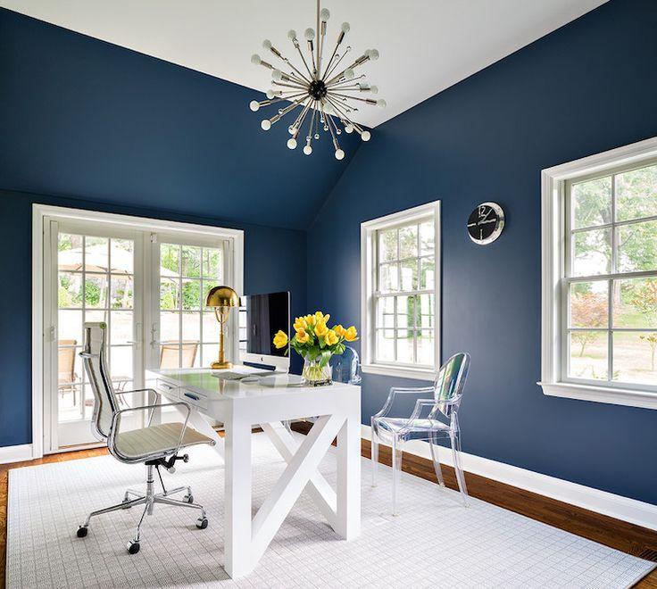 Námornícka modrá a biela kancelária