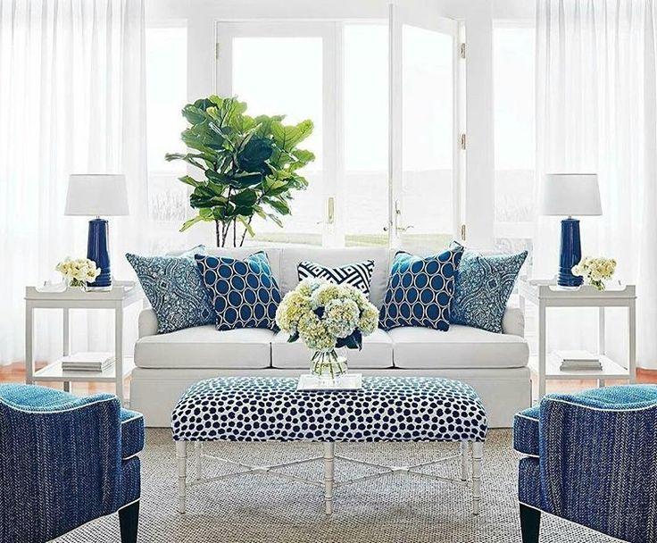 Námornícka modrá a biela v obývacej izbe