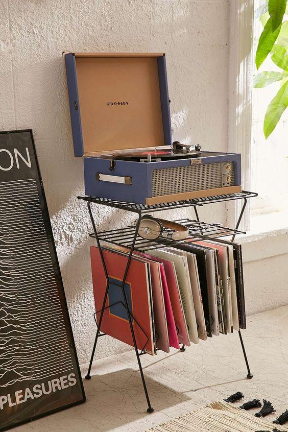 Gramofón s platňami