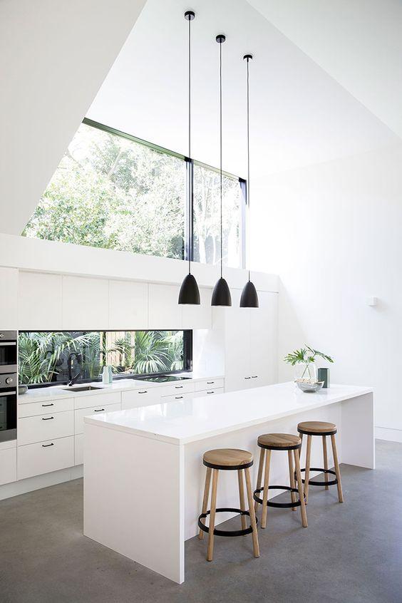 Biela kuchyňa s vysokým leskom