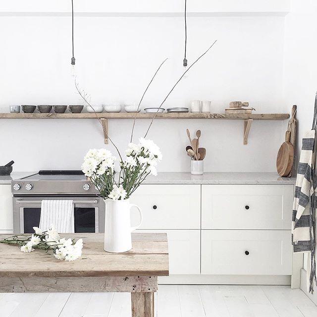 Vintage biela kuchyňa