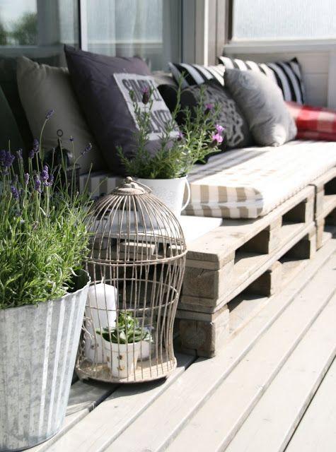 Paletové sedenie na záhrade