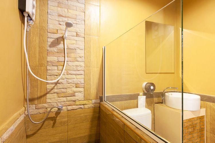 Žlté steny v kúpeľni
