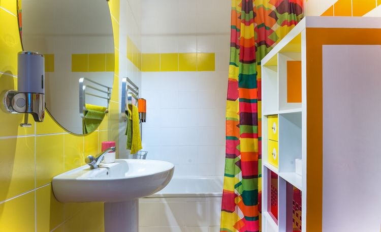 Žlté doplnky v kúpeľni