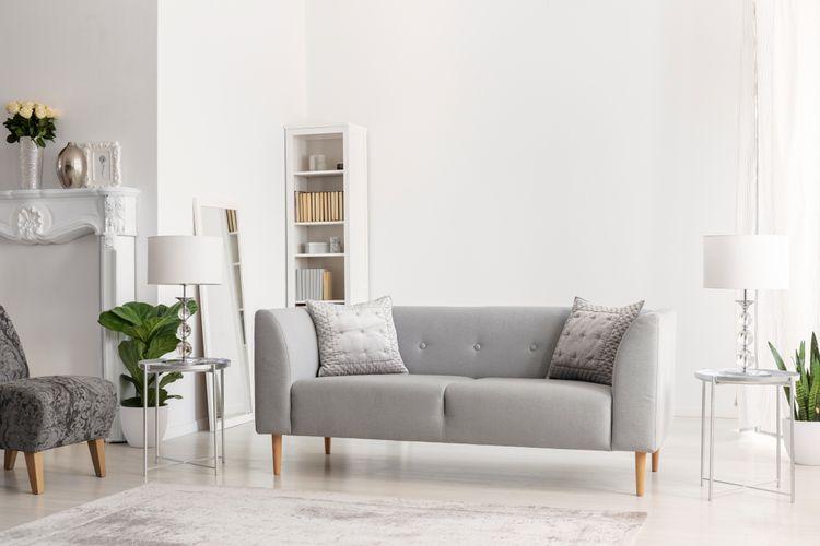 Svetlosivý gauč a kreslo