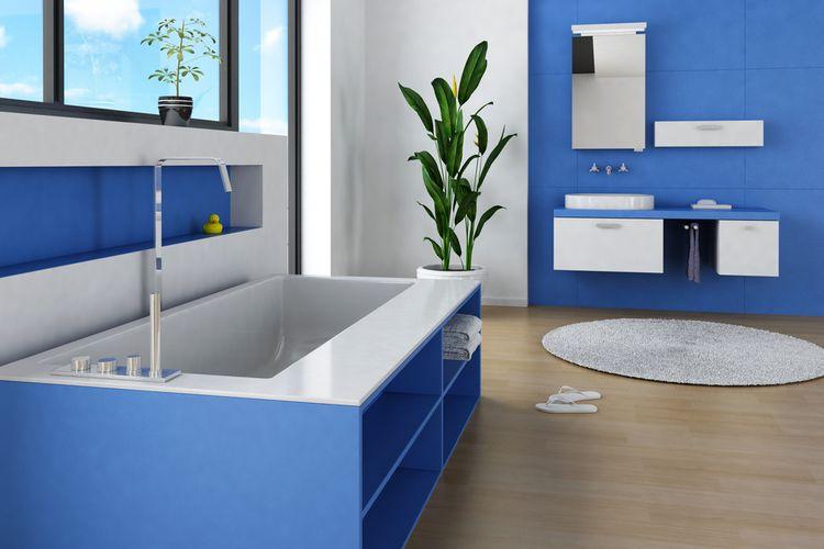 Oceľová modrá v kúpeľni