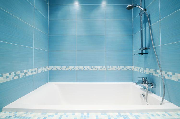 Modrá kúpeľňová stena