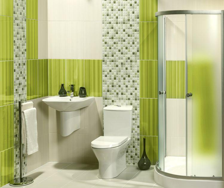 Kúpeľna so zelenými obkladačkami
