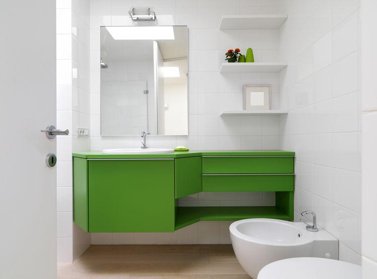 Zelená kúpeľňová skrinka