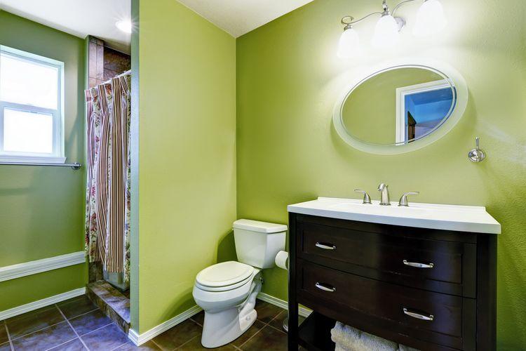 Zelené kúpeľňové steny
