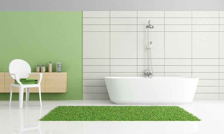 Zelený koberec a stena v kúpeľni