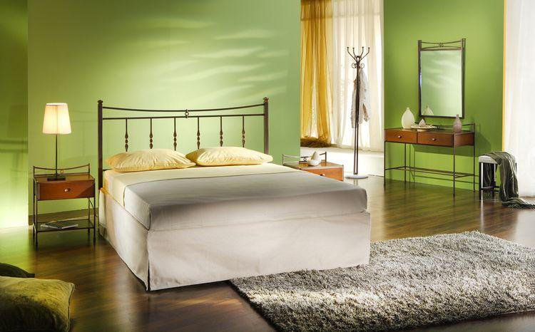Zelené steny v spálni