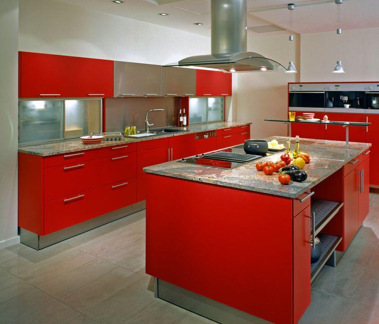 Červené kuchynské skrinky
