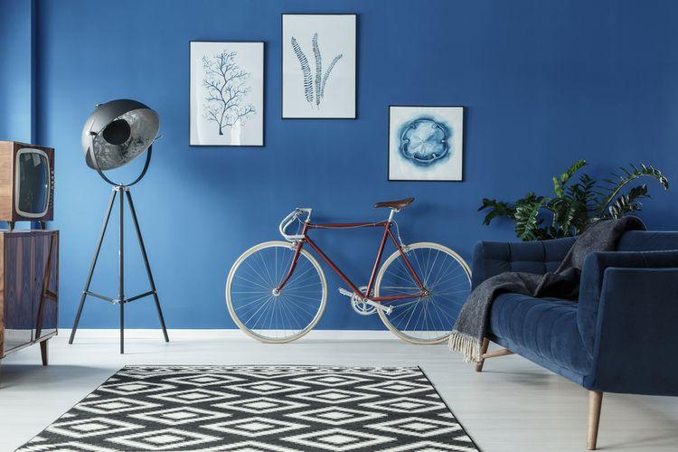 Bicykel v retro obývačke