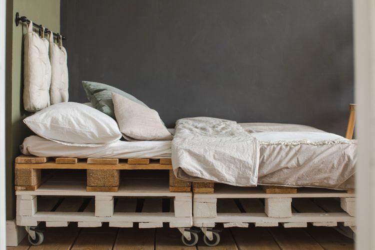 Paletová posteľ