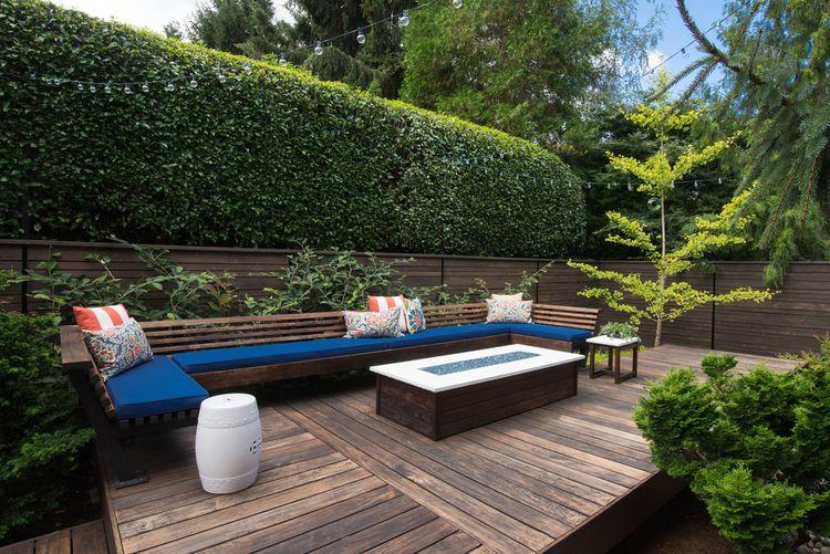 Drevené posedenie na terase