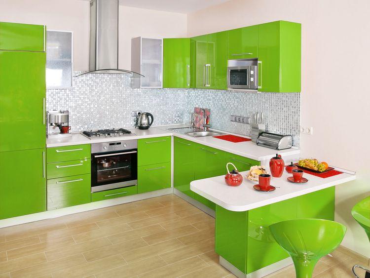 Lesklá zelená kuchyňa