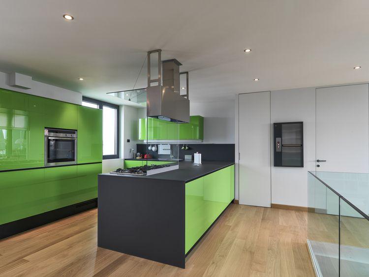 Zeleno-sivá kuchyňa