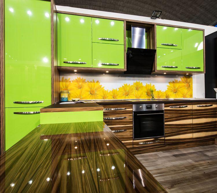 Zeleno-hnedá kuchyňa