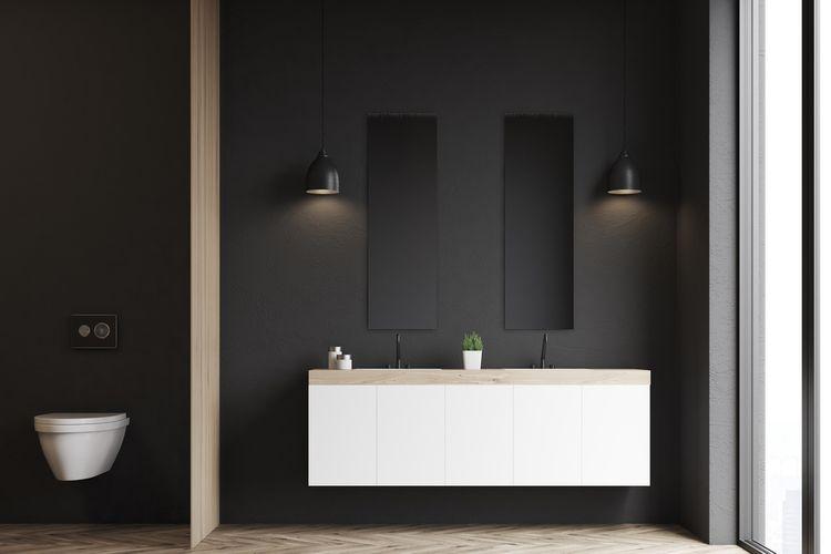 Kúpeľňa s čiernymi matnými stenami