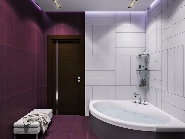Fialovo-biela kúpeľňa