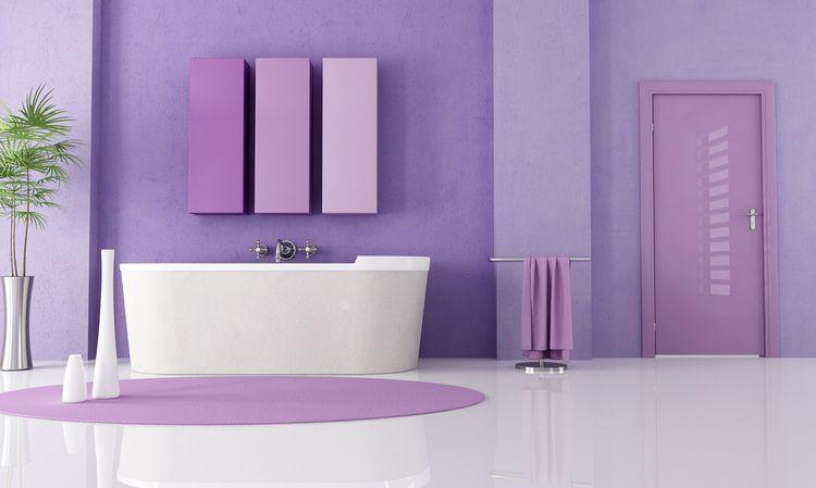 Jemne fialová kúpeľňa
