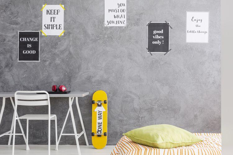 Jednoduchá sivá študentská izba