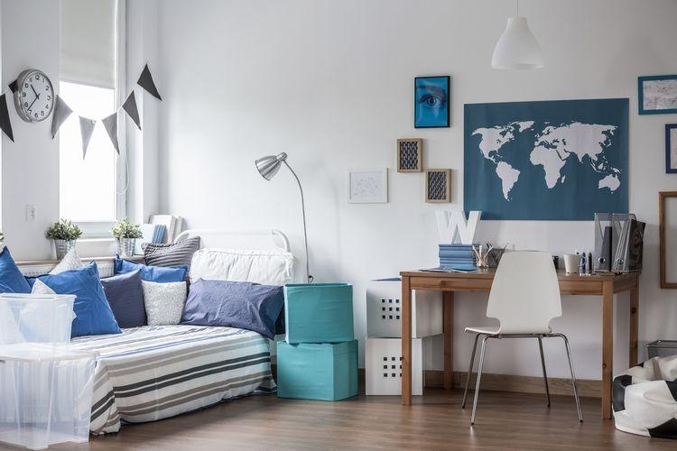 Modro-biela študentská izba