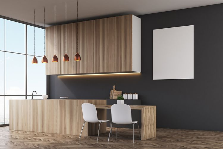 Drevodekor kuchyňa s tmavou stenou