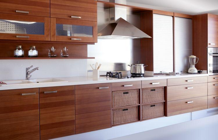 Moderná drevodekor kuchyňa