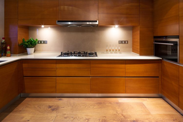 Veľká drevodekorová kuchyňa