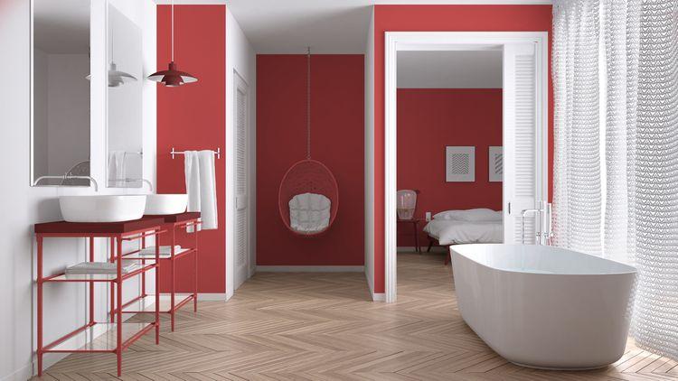 Kúpeľňa s tmavočervenými stenami