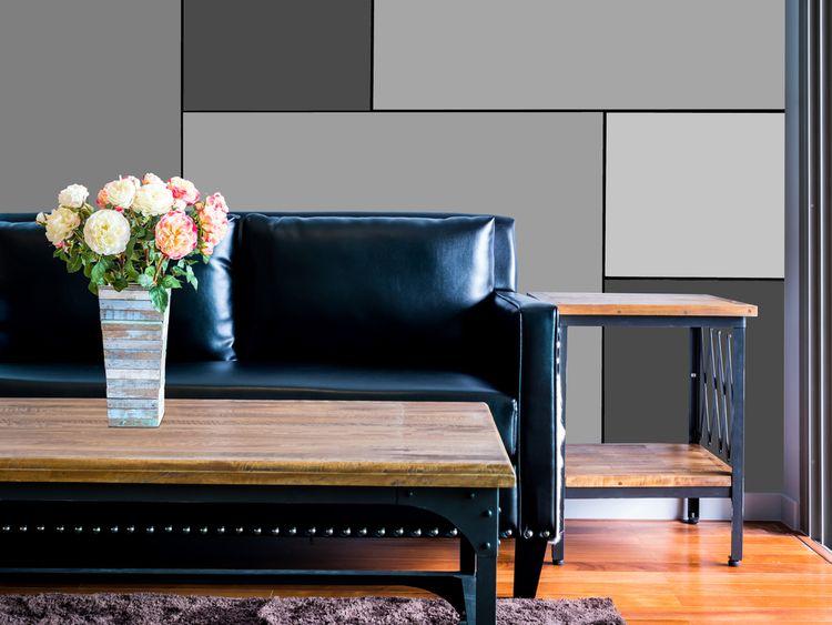 Obývačka s čierným gaučom