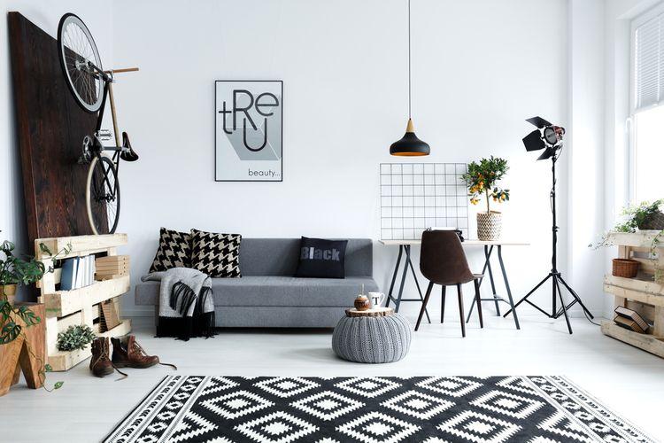 Čierno-biela obývačka so vzormi