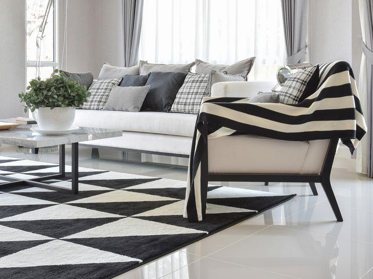 Vzorované vankúše a koberec