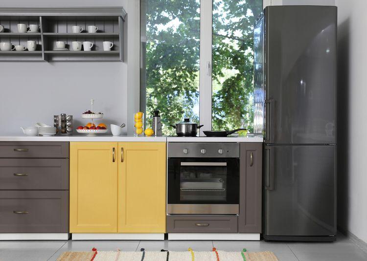 Žltá skrinka v kuchyni
