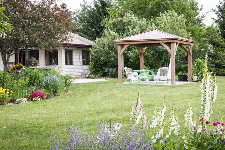 Jednoduchý záhradný altánok