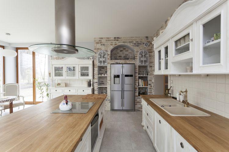 Hnedo-biela kuchyňa