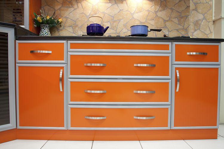 Oranžová kuchynská linka