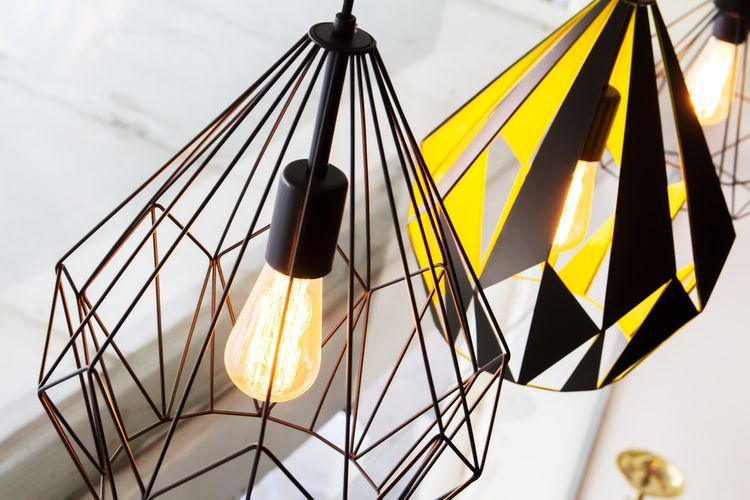 Čierne wire lampy
