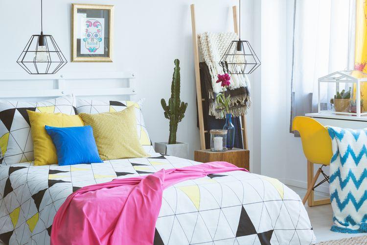 Wire lampa v spálni