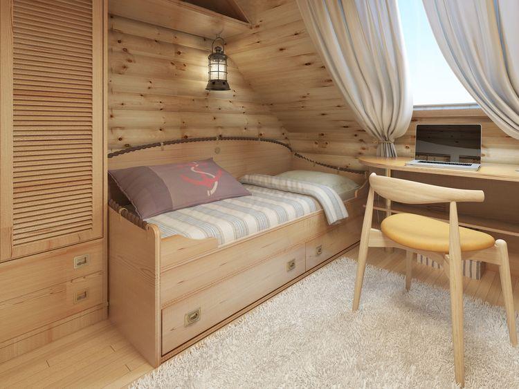 Podkrovná detská izba s dreveným nábytkom a oblozením