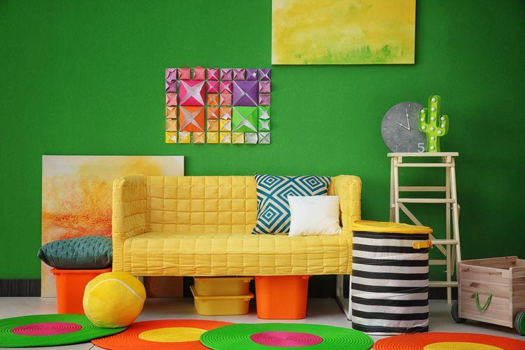 Farebná detská izba so zelenými stenami